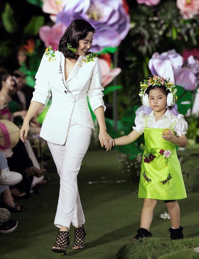Cẩm Ly và Minh Tuyết gây bất ngờ khi trình diễn thời trang cùng hai con gái - 8