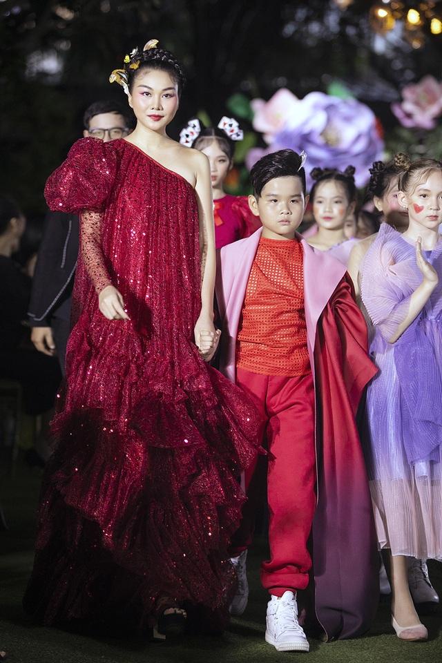 Cẩm Ly và Minh Tuyết gây bất ngờ khi trình diễn thời trang cùng hai con gái - 12