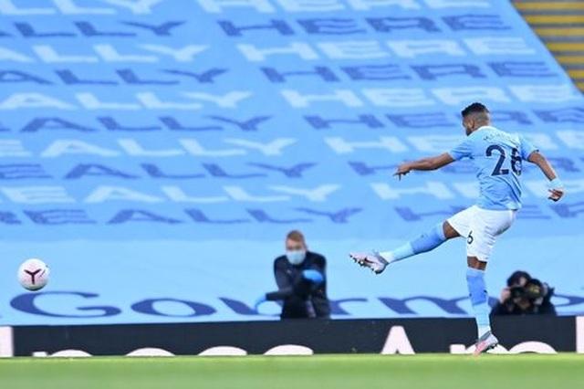 Nhìn lại thất bại đắng ngắt của Man City trước Leicester - 2