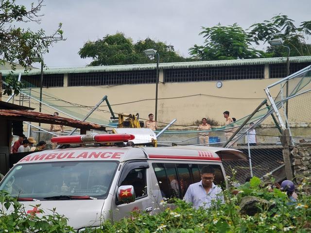 Sập bờ kè tại Phòng CSGT tỉnh, 1 người tử vong - 2