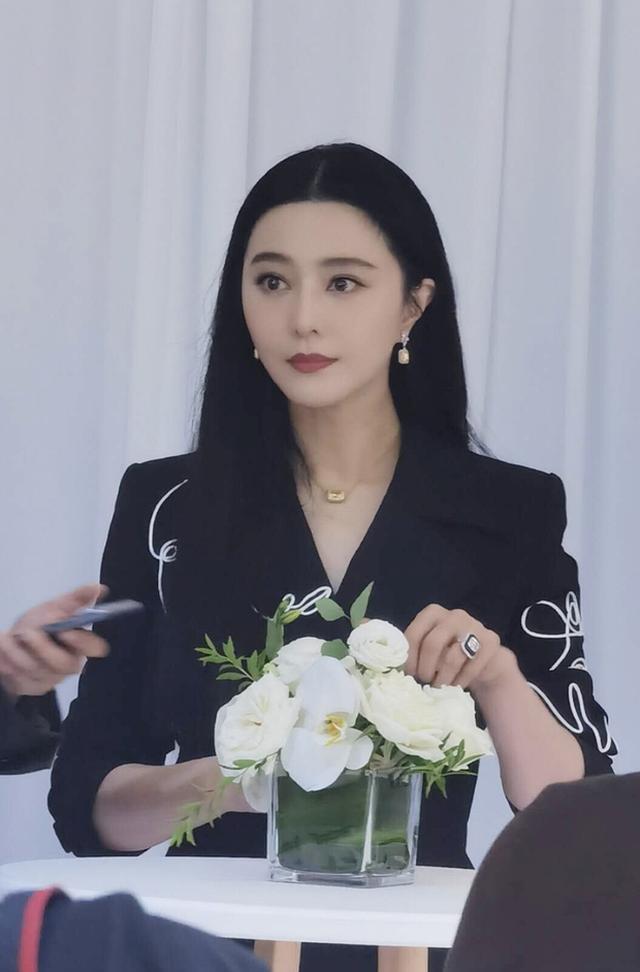 Nhan sắc tuổi 39 của nữ hoàng giải trí Phạm Băng Băng - 1