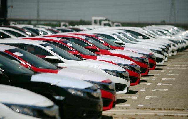Ô tô nhập giá rẻ tràn về, xe nội tăng bán ra: Cuối năm giá giảm tiếp - 1