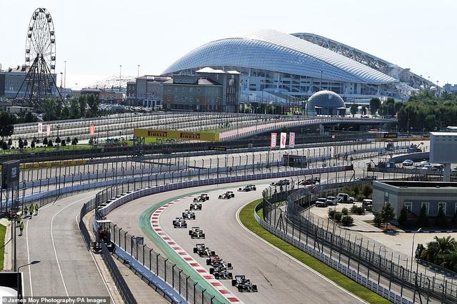 Russian Grand Prix 2020: Hamilton sảy chân, ai chớp được cơ hội? - 9