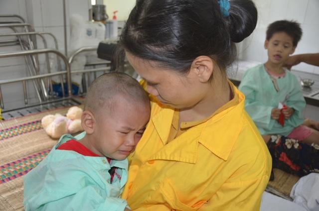 Xót xa lời khẩn cầu của người mẹ có 2 con thơ bại não - 1