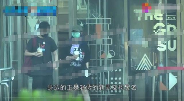 Triệu Vy và tình tin đồn kém tuổi bị bắt gặp về nhà riêng - 12