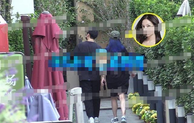 Triệu Vy và tình tin đồn kém tuổi bị bắt gặp về nhà riêng - 9