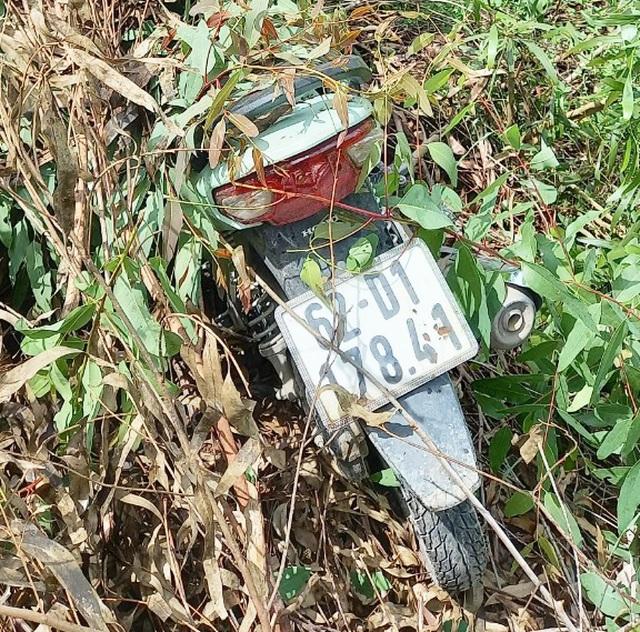 Phát hiện nhiều xe máy nghi bị trộm trong căn nhà hoang - 2