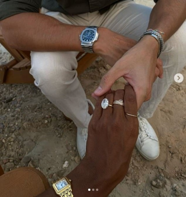 Thiên thần nội y Jasmine Tookes khoe nhẫn đính hôn sang chảnh - 3