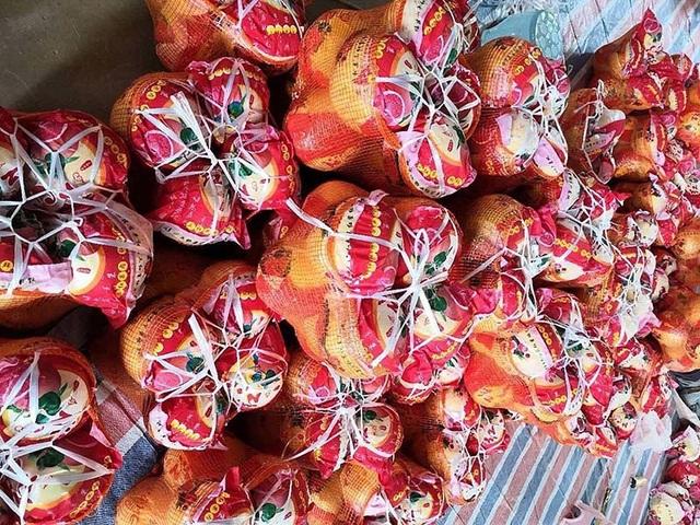 Bưởi Trung Quốc ruột đỏ au: Vỏ vàng không hạt, ngày bán cả tấn - 1