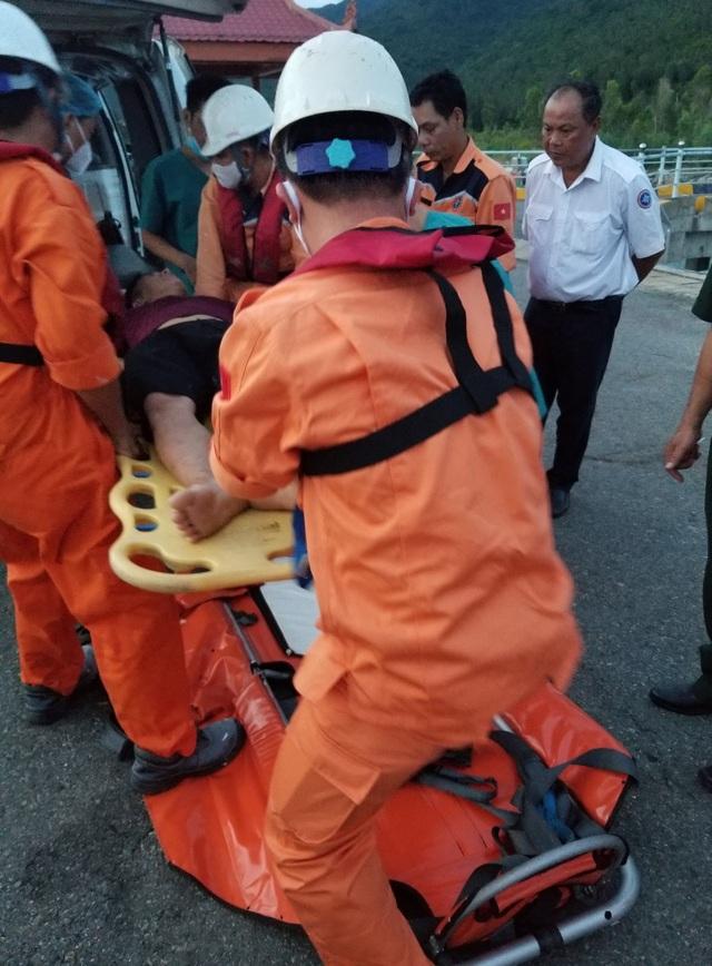 Cứu thuyền viên nguy kịch khi đang hành nghề ở vùng biển Hoàng Sa - 2