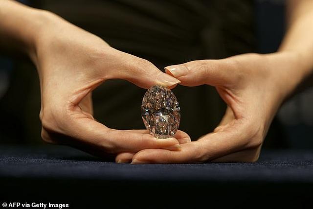 """Chiêm ngưỡng viên kim cương """"hoàn hảo"""" nhất thế giới có giá 33 triệu USD - 3"""