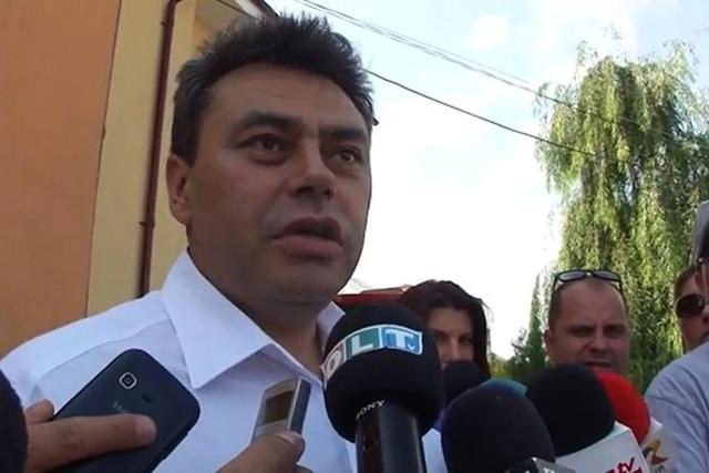 Thị trưởng Romania tái đắc cử nhiệm kỳ 3 dù đã qua đời vì Covid-19 - 1