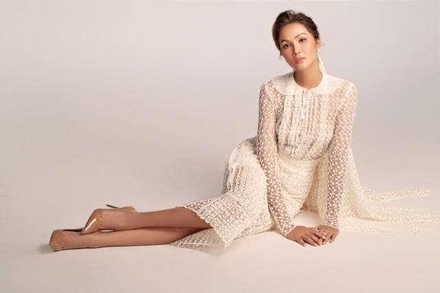 Hoa hậu HHen Niê dịu dàng, quyến rũ trong bộ váy cưới xuyên thấu - 7