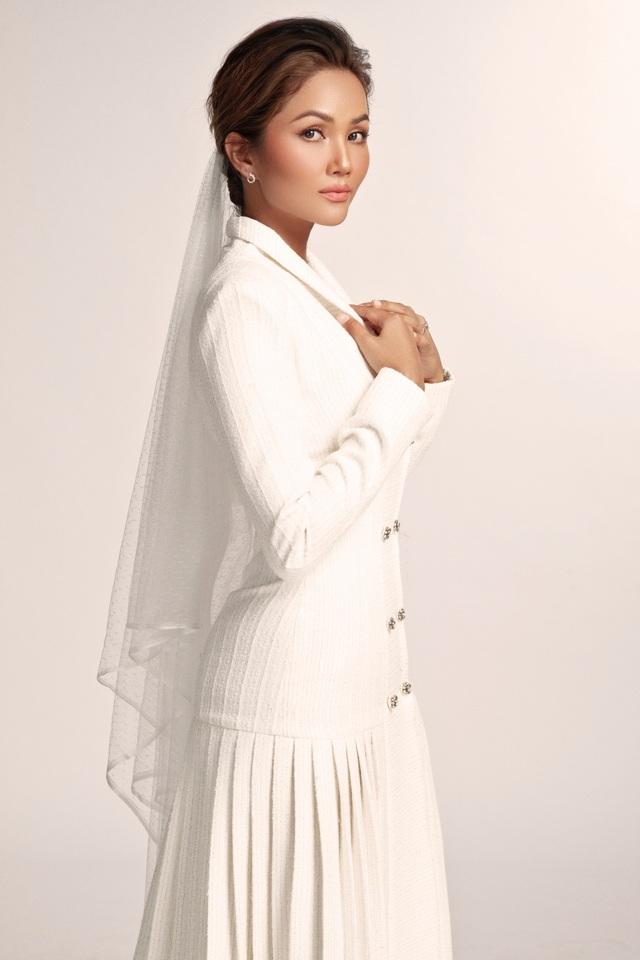 Hoa hậu HHen Niê dịu dàng, quyến rũ trong bộ váy cưới xuyên thấu - 8