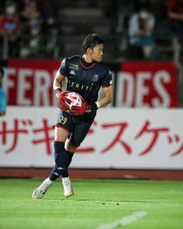 Thủ môn đội tuyển Thái Lan quyết gắn bó với giải Nhật Bản - 1