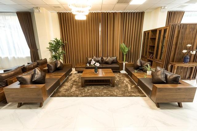 Ngắm nhìn 4 mẫu sofa gỗ óc chó cho phòng khách thêm sang trọng - 1