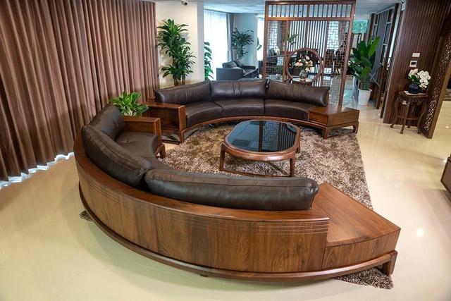 Ngắm nhìn 4 mẫu sofa gỗ óc chó cho phòng khách thêm sang trọng - 4