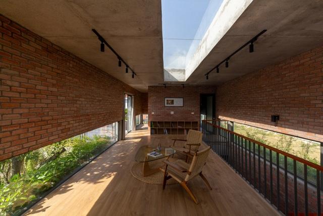 Chiêm ngưỡng ngôi nhà gạch độc đáo với hệ thống cây xanh bao phủ - 8
