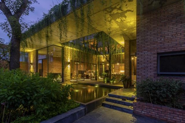 Chiêm ngưỡng ngôi nhà gạch độc đáo với hệ thống cây xanh bao phủ - 3