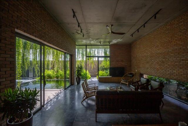 Chiêm ngưỡng ngôi nhà gạch độc đáo với hệ thống cây xanh bao phủ - 7