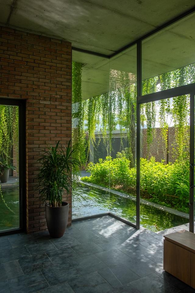 Chiêm ngưỡng ngôi nhà gạch độc đáo với hệ thống cây xanh bao phủ - 9