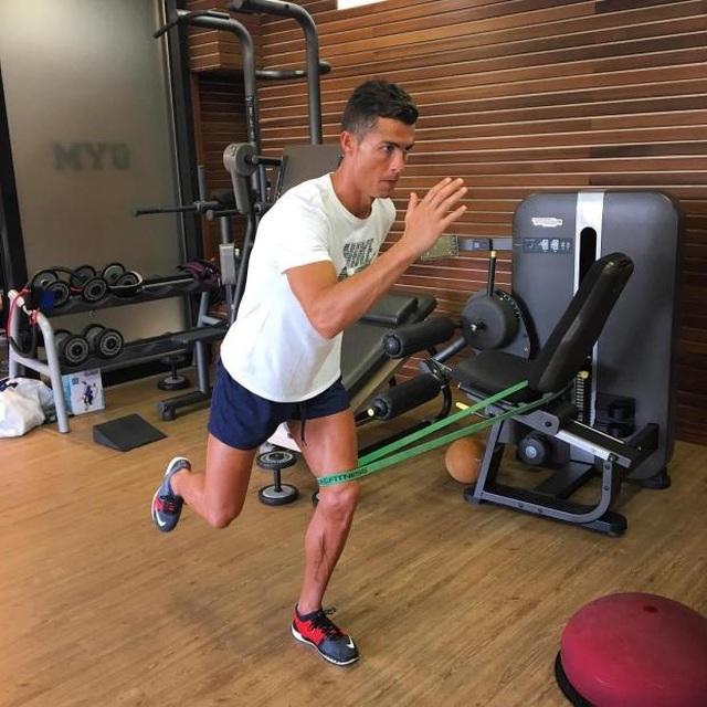 Bí quyết nào giúp C.Ronaldo bật cao tới kinh ngạc? - 7