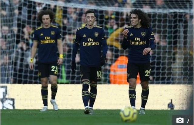 Arsenal muốn bán 11 cầu thủ sau trận thua Liverpool - 2