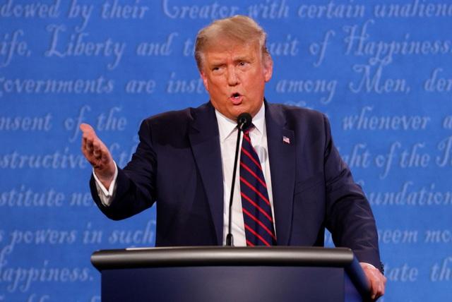 Sắc thái biểu cảm của Trump - Biden trong màn so găng đầu tiên - 10