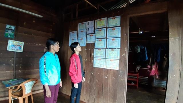 Bạn đọc Dân trí giúp đỡ cô học trò nghèo hiếu học hơn 74 triệu đồng - 3