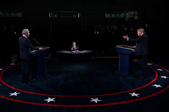 """Người """"cầm trịch"""" tranh luận Trump - Biden hứng bão chỉ trích - 2"""