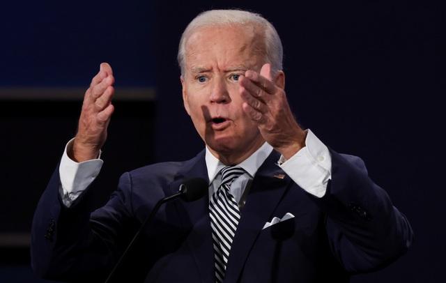 Sắc thái biểu cảm của Trump - Biden trong màn so găng đầu tiên - 11