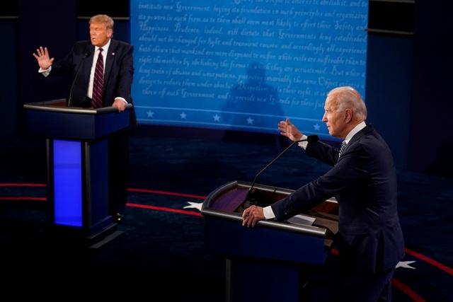 """Ông Trump lấn át đối thủ trong cuộc tranh luận """"hỗn loạn"""" - 1"""