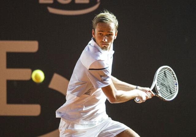 Roland Garros 2020: Djokovic khởi động nhanh, Medvedev thua sốc - 3