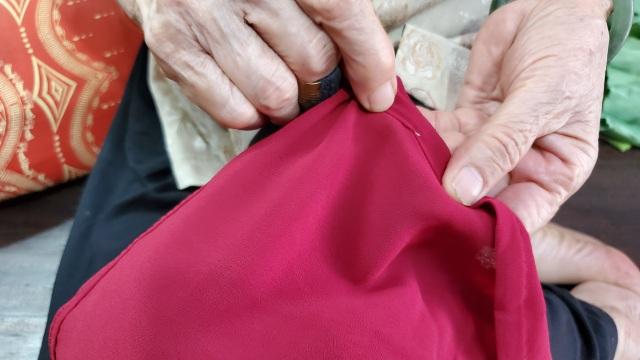 Cụ bà 80 tuổi miệt mài với những chiếc áo dài truyền thống Hà Thành - 3
