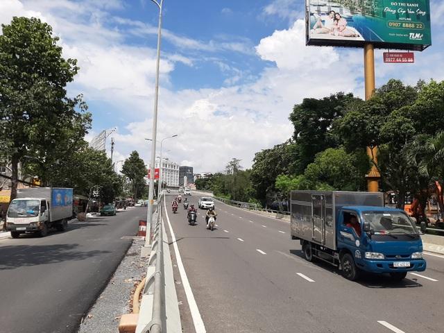 TPHCM: Từ ngày 3/10 cấm lưu thông qua cầu vượt Nguyễn Hữu Cảnh - 1