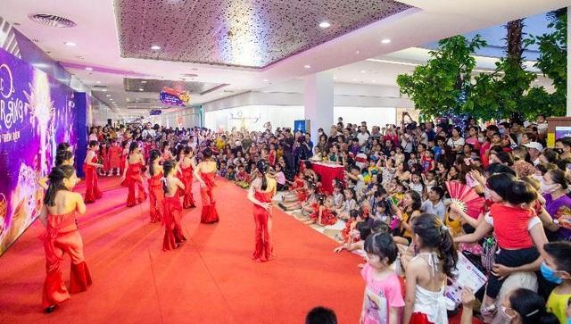 """Chiêm ngưỡng Cây Đèn Lồng hoa đăng """"khổng lồ"""" nhận kỷ lục lớn nhất Việt Nam - 6"""