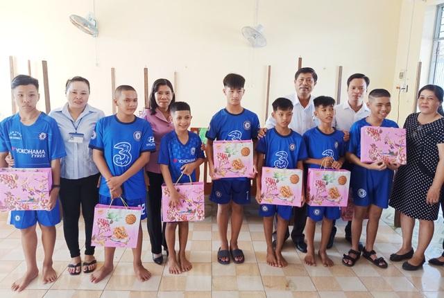 Sở LĐ-TBXH Bạc Liêu thăm, tặng quà cho trẻ em dịp Tết Trung thu - 3