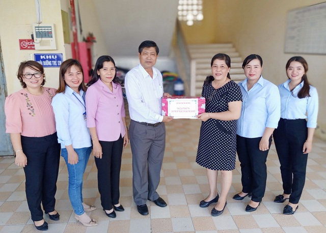 Sở LĐ-TBXH Bạc Liêu thăm, tặng quà cho trẻ em dịp Tết Trung thu - 4