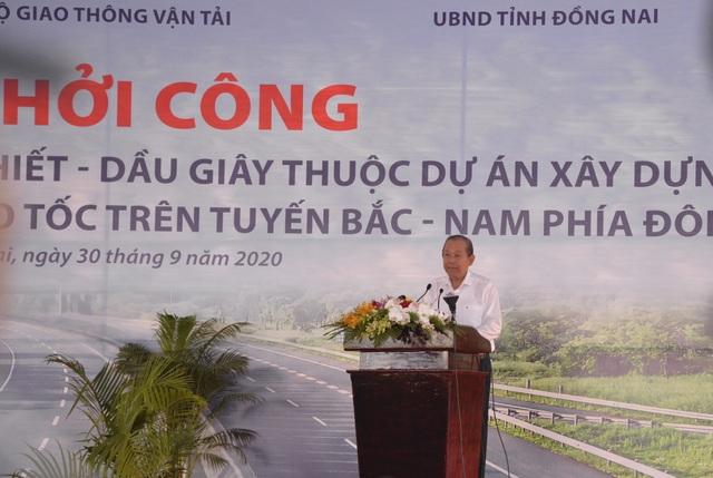 Phó Thủ tướng nhấn nút khởi công dự án cao tốc Phan Thiết - Dầu Giây - 1