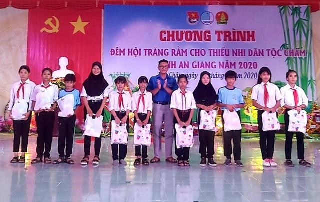 An Giang: Tổ chức Tết Trung thu cho thiếu nhi người dân tộc Chăm và Khmer - 1