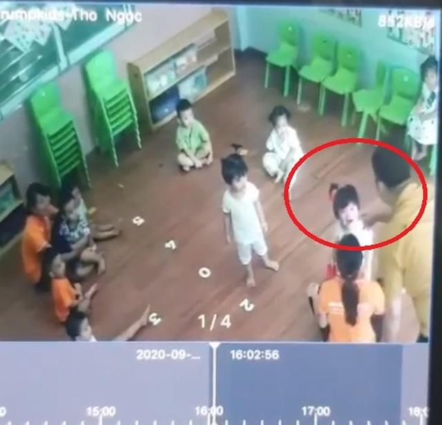 Lào Cai: Làm rõ vụ bé gái 2 tuổi bị bố của bạn hành hung - 1
