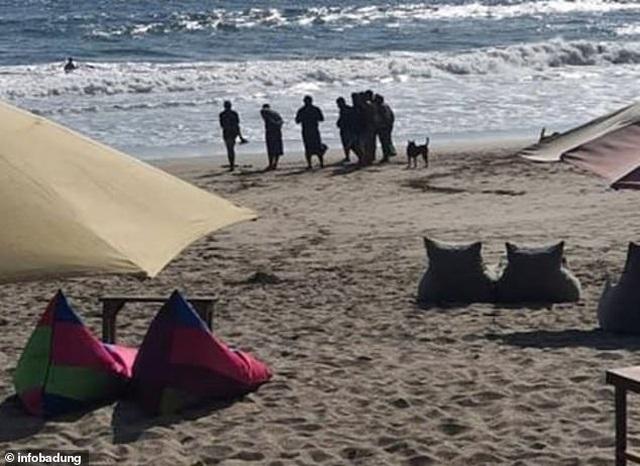 Du khách đứng tim khi thấy bàn chân người đang phân huỷ dạt vào bờ biển - 2