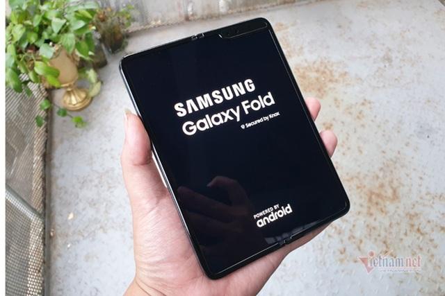 Galaxy Fold rao bán đầy trên mạng, mất nửa giá chỉ sau một năm - 2