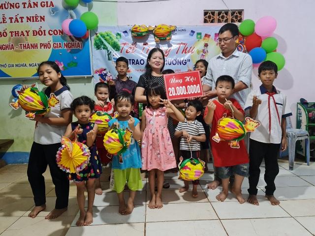 Trao quà Trung thu tới 18 trẻ mồ côi, khuyết tật tại Đắk Nông - 1