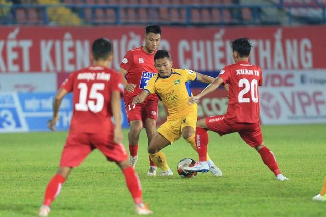 Thua CLB Hải Phòng, SL Nghệ An phải tranh suất trụ hạng - 2