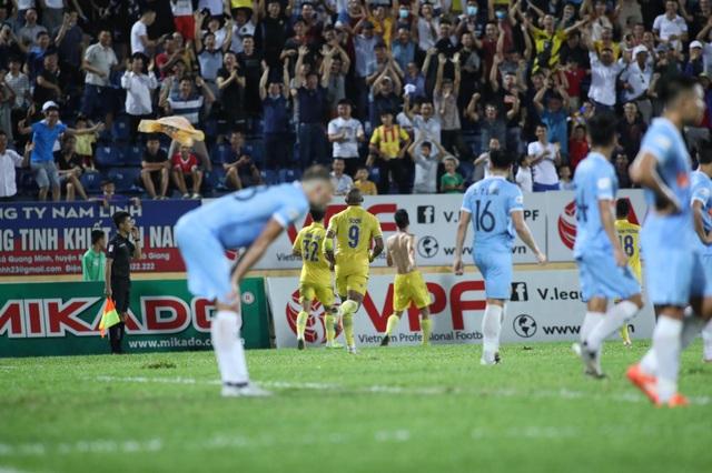 CLB Nam Định giành 3 điểm sân nhà, SHB Đà Nẵng phải đua trụ hạng - 3