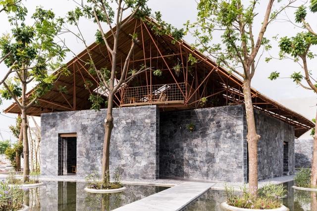 Độc đáo ngôi nhà như hang động làm từ vật liệu tái chế ở Hà Nam - 1