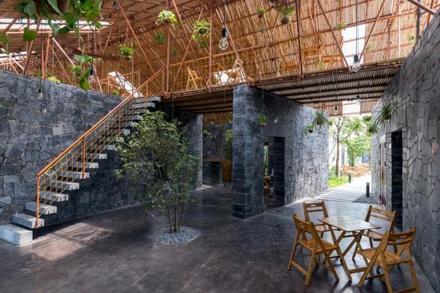 Độc đáo ngôi nhà như hang động làm từ vật liệu tái chế ở Hà Nam - 3