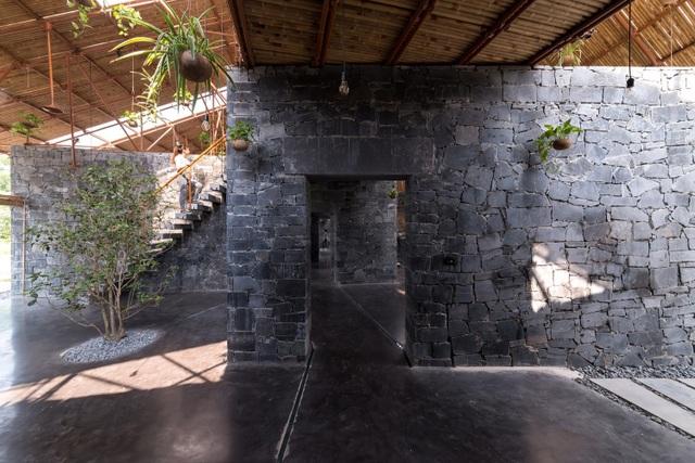 Độc đáo ngôi nhà như hang động làm từ vật liệu tái chế ở Hà Nam - 5