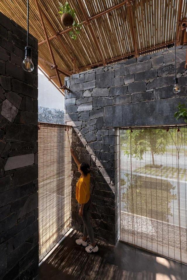 Độc đáo ngôi nhà như hang động làm từ vật liệu tái chế ở Hà Nam - 10
